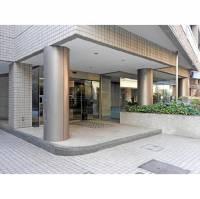 東京都港区南青山5丁目の賃貸マンションの外観